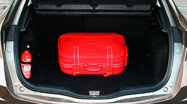 Pojemność bagażnika wersji 5d wynosi 455-1320 l. Jest pojemny, bo zbiornik paliwa trafił pod kanapę. /Motor