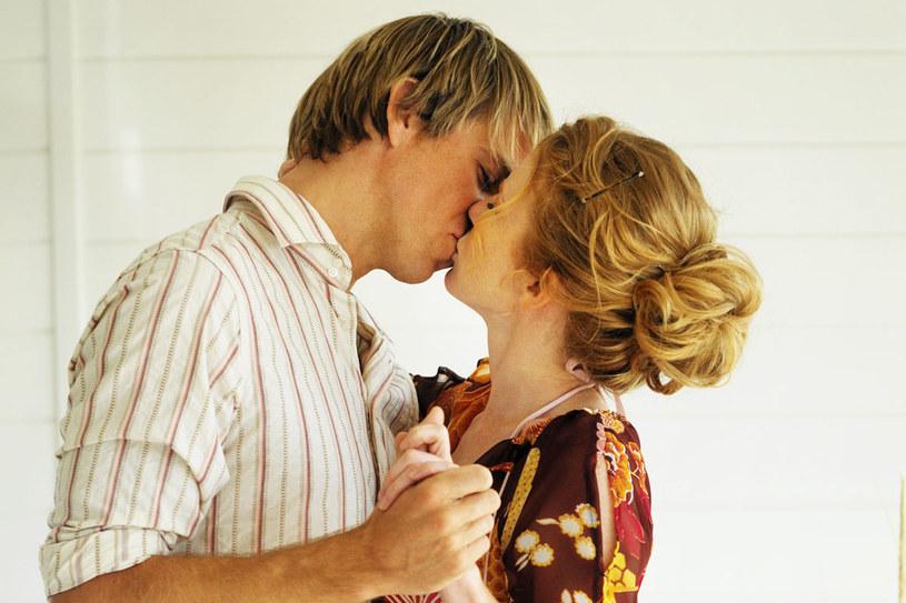 Pokaż mężczyźnie, jakie pocałunki sprawiają ci przyjemność  /Bauer /