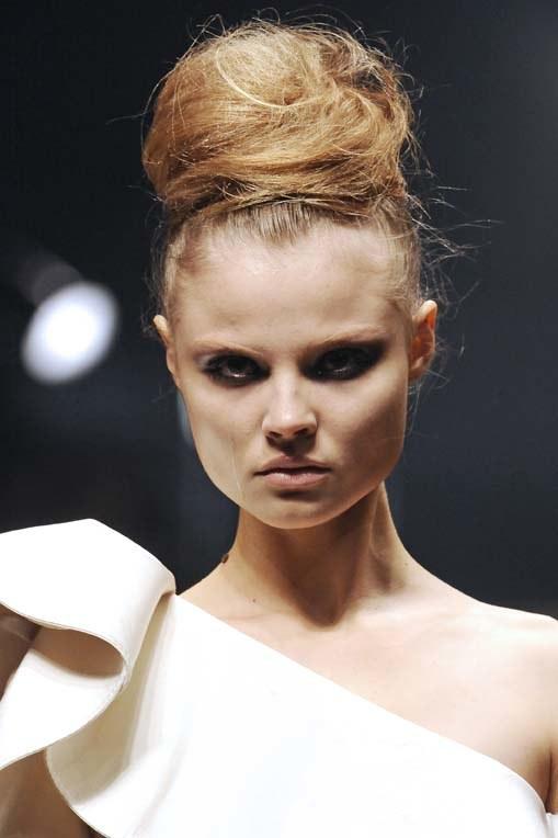 Pokaz mody Lanvin wiosna-lato 2010 w Paryżu  /East News/ Zeppelin