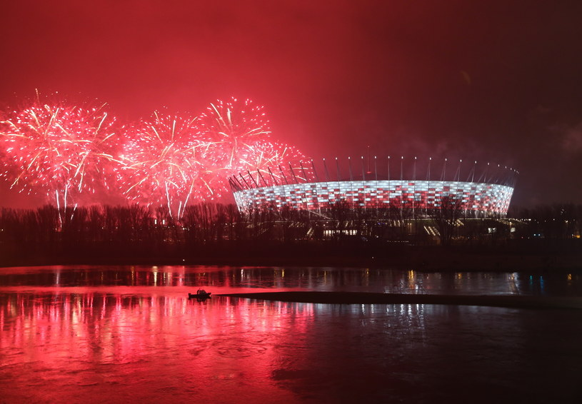 Pokaz sztucznych ogni na błoniach Stadionu Narodowego w Warszawie /Rafał Guz /PAP