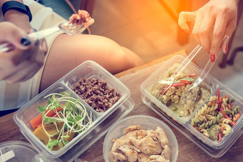 Polacy coraz chętniej zamawiają jedzenie do domu /©123RF/PICSEL