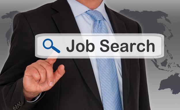 Polacy coraz częściej szukają pracy przez media społecznościowe /123RF/PICSEL
