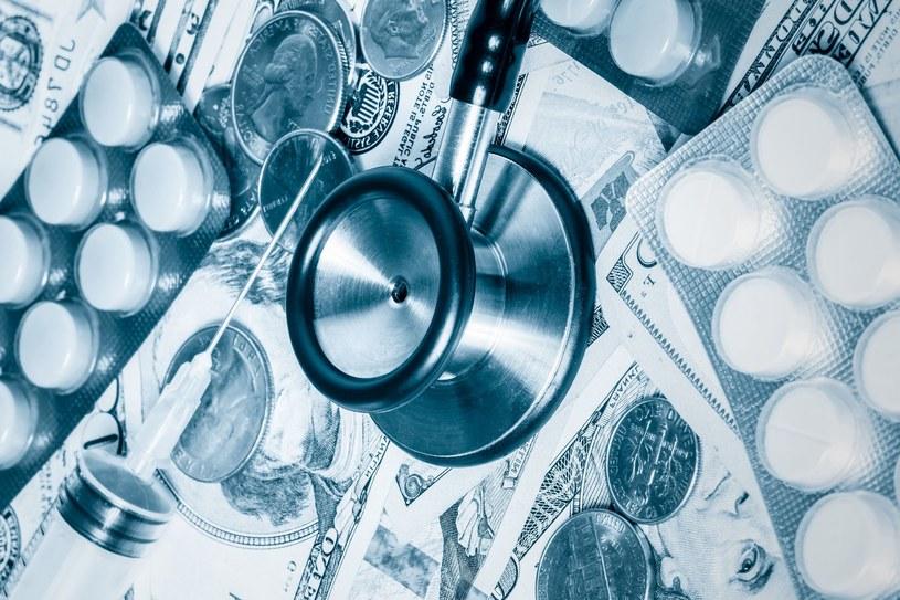 Polacy coraz więcej wydają na leki i lekarzy /Zdj. ilustracyjne /123RF/PICSEL