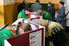 Polacy głosują w wyborach parlamentarnych