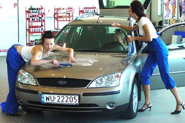Polacy kochają samochody /INTERIA.PL