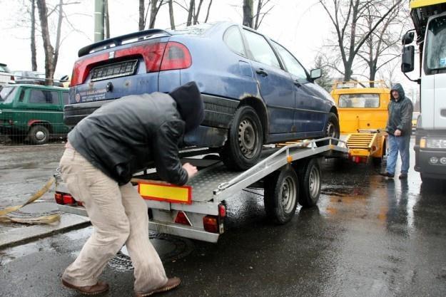 Polacy kupują coraz tańsze i starsze auta / Fot: Lech Muszyński /Reporter