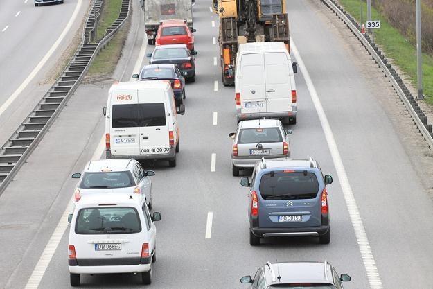 """Polacy lubią jeździć """"na zderzaku"""" / Fot: Michał Fludra /Reporter"""