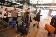 Polacy przyjeżdżający na dworzec Victoria/ fot. Piotr Grzybowski /Super Express