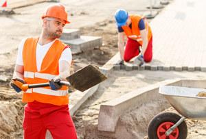 Polacy są zapracowani i wciąż zarabiają mało. Daleko nam do bogatszych krajów UE