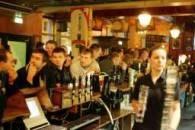 Polacy w pubie w dzielnicy Sheperds Bush/ fot. Piotr Grzybowski /Super Express