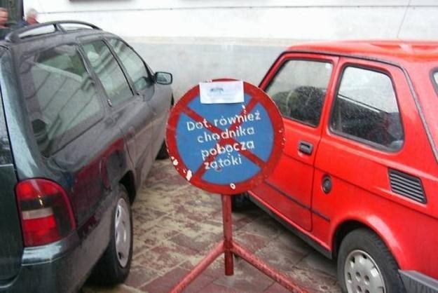 Polacy zakazy parkowania traktują czysto informacyjnie... /