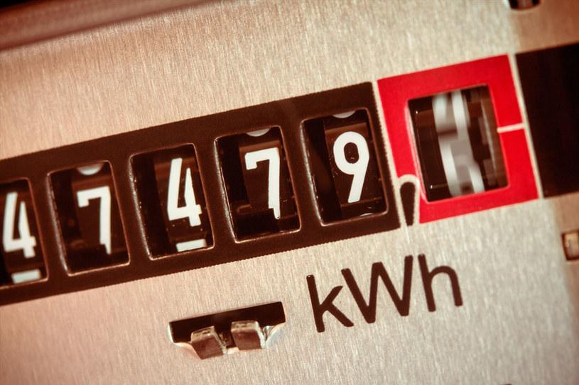 Polacy zużywają mniej prądu /123RF/PICSEL