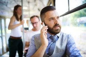 Polaku, naucz się rozmawiać przez telefon!