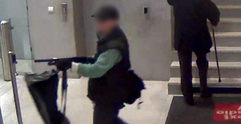 Policja aresztowała sprawcę ataków w Paryżu /AFP