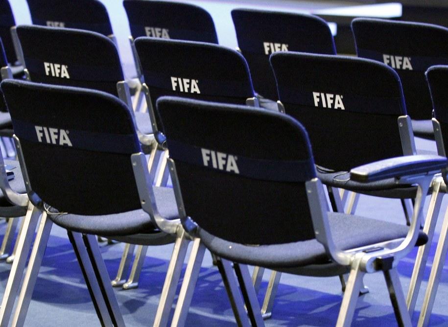 Policja aresztowała w Zurychu grupę wysokich rangą działaczy FIFA, podejrzewanych przez władze USA o korupcję przy wyborze gospodarzy MŚ 2018 i 2022. Szwajcarski wymiar sprawiedliwości zablokował też rachunki bankowe FIFA. /Alessandro della Bella /PAP/EPA
