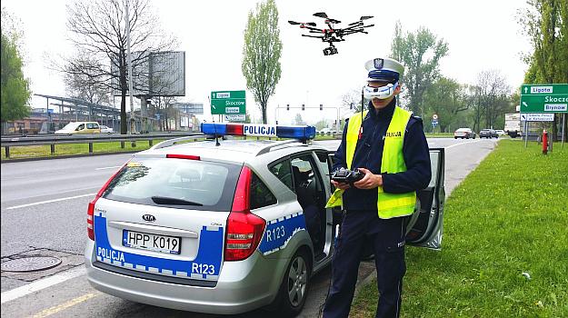 Policja chce używać dronów do kontroli kierowców. To rozwiązanie testuje drogówka ze Śląska. /Motor