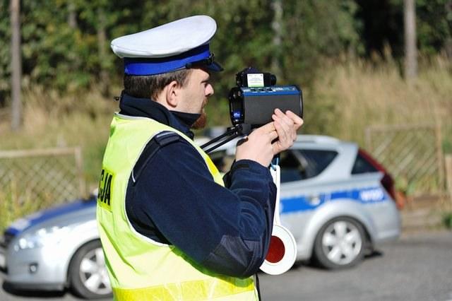 Policja często zatrzymuje kierowców-posłów. Teraz będzie można ich ukarać /Marcin Bielecki /PAP