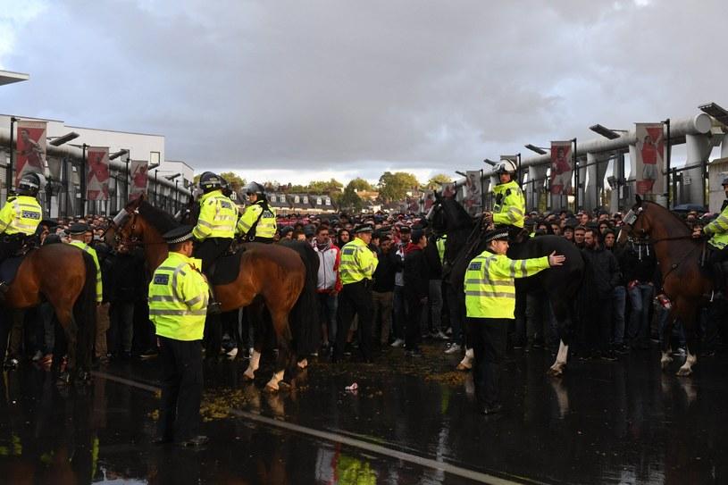 Policja i fani przed meczem Arsenalu z FC Koeln /PAP/EPA