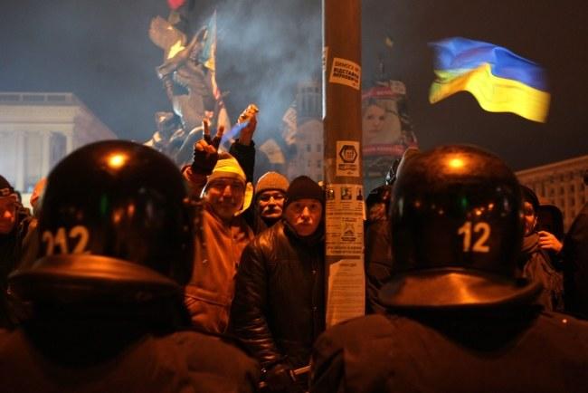 Policja nie wpuszcza nowych osób na Majdan /ZURAB KURTSIKIDZE /PAP/EPA