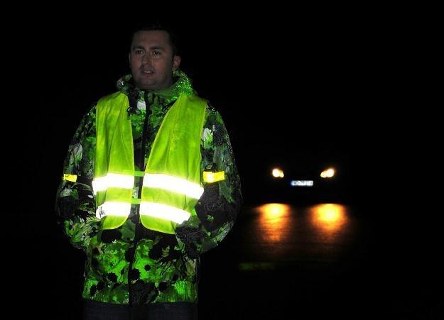 Policja nieustannie apeluje o noszenie odblasków... / Fot: Jacek Litwin /Agencja SE/East News