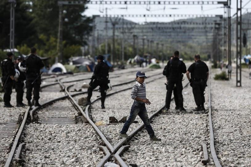 Policja odblokowała tory kolejowe /YANNIS KOLESIDIS /PAP/EPA
