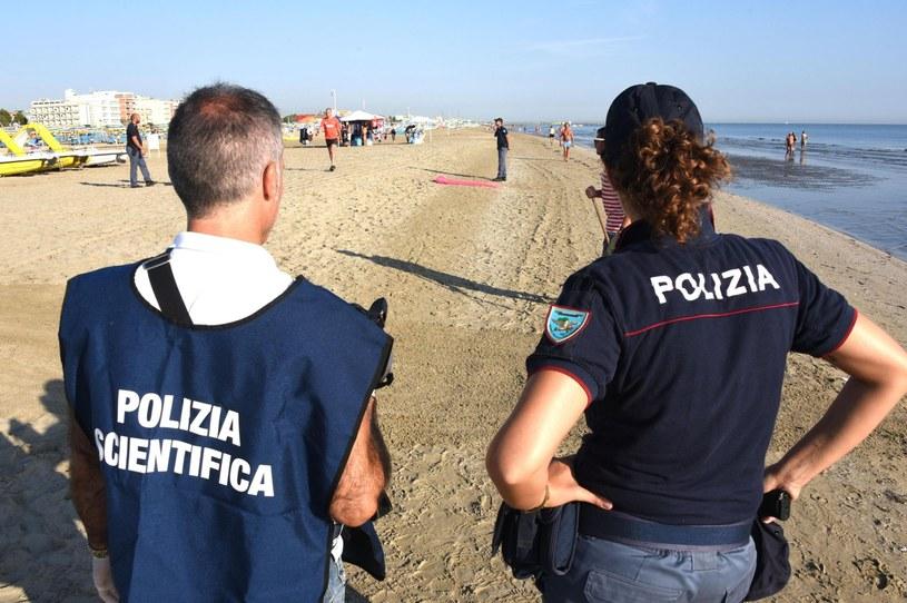Policja opublikowała nagranie z monitoringu, na którym widać sprawców brutalnego napadu na Polaków w Rimini /MANUEL MIGLIORINI /AFP