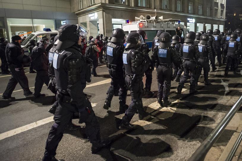 Policja podczas demonstracji w Lipsku /AFP