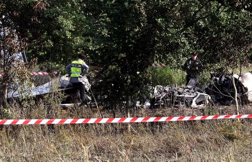 Policja pracuje na miejscu katastrofy /Waldemar Deska /PAP