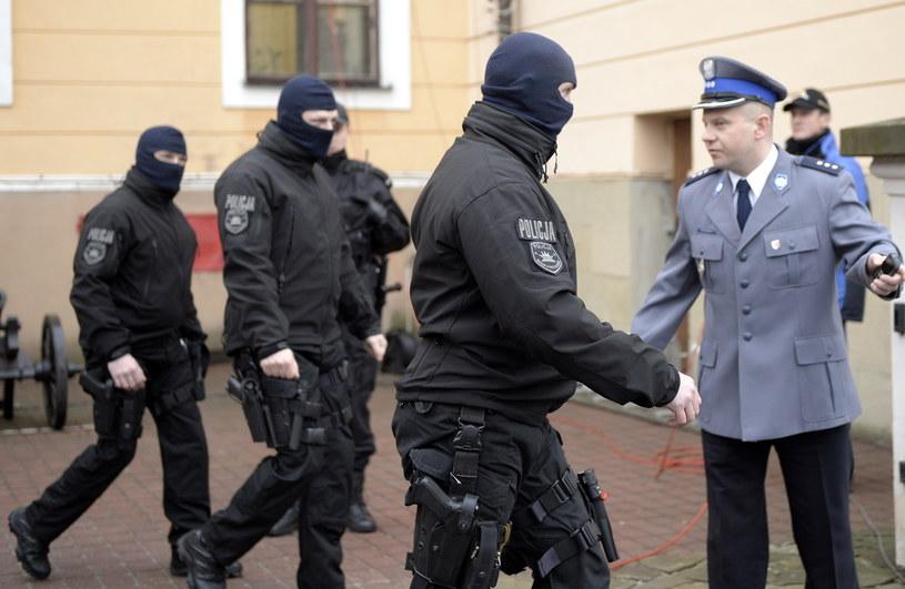 Policja przed Sądem Okręgowym w Rzeszowie /Darek Delmanowicz /PAP