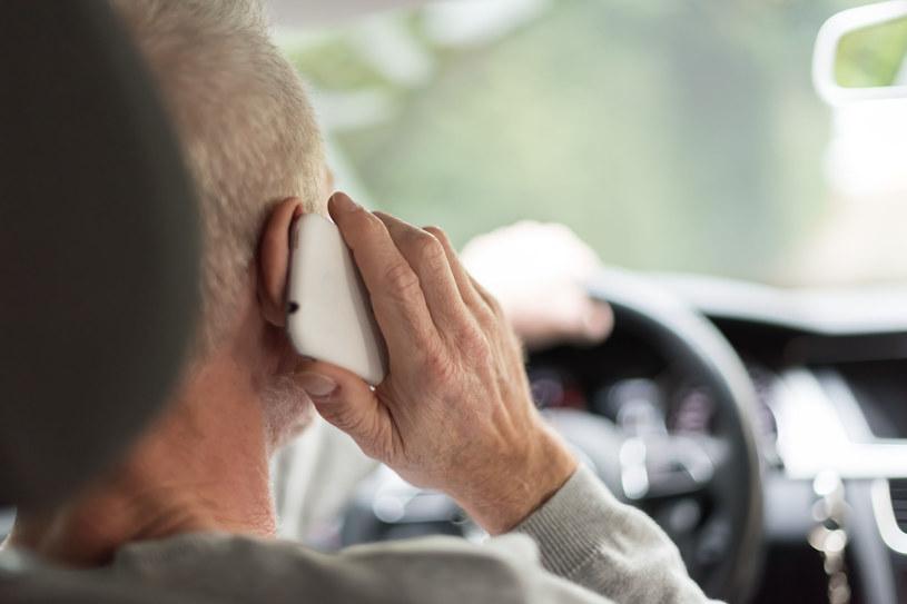 Policja sprawdzi telefon kierowcy po wypadku /123RF/PICSEL