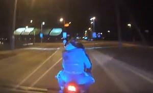 Policja staranowała uciekającego motocyklistę