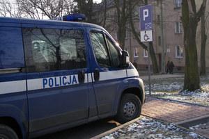 Policja: widelec i inwalidzi
