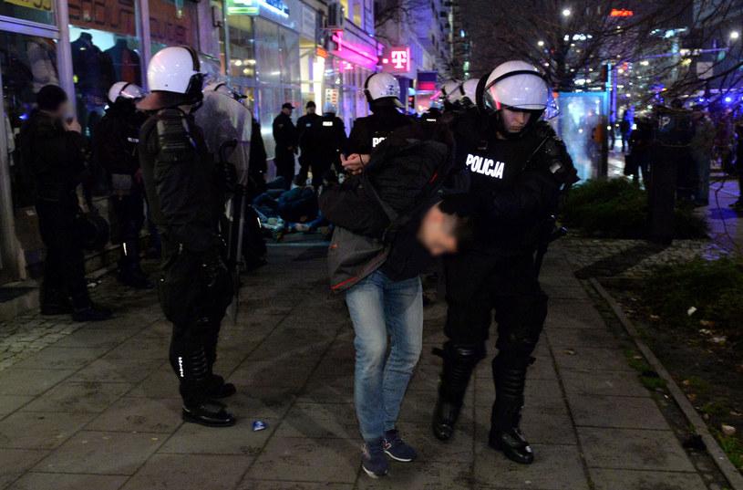 Policja zatrzymała kibiców rzymskiej drużyny piłkarskiej Lazio. /Radek Pietruszka /PAP