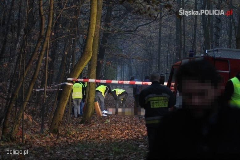 Policjanci do późnego wieczora pracowali na miejscu tragedii /Policja