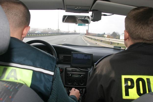 Policjanci mierzą prędkość... swoją, a nie ściganego pojazdu / Fot: Tomek Zieliński /Agencja SE/East News