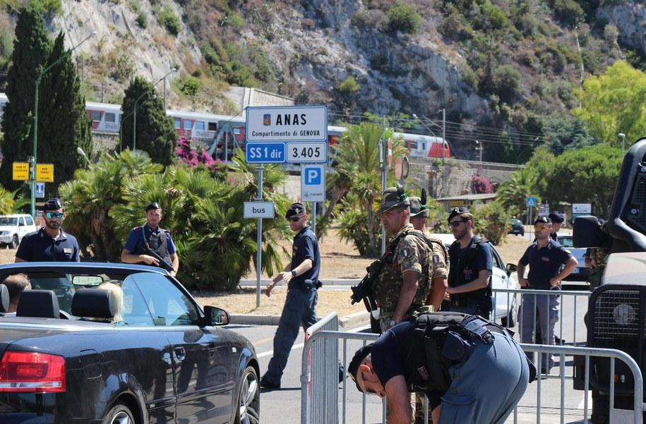 Policjanci na ulicach Nicei /LORENZO BALLESTRA /PAP/EPA