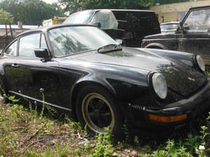 Policjanci odzyskali kradzione zabytkowe Porsche