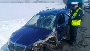 Policjanci uratowali pokrzywdzonego w wypadku
