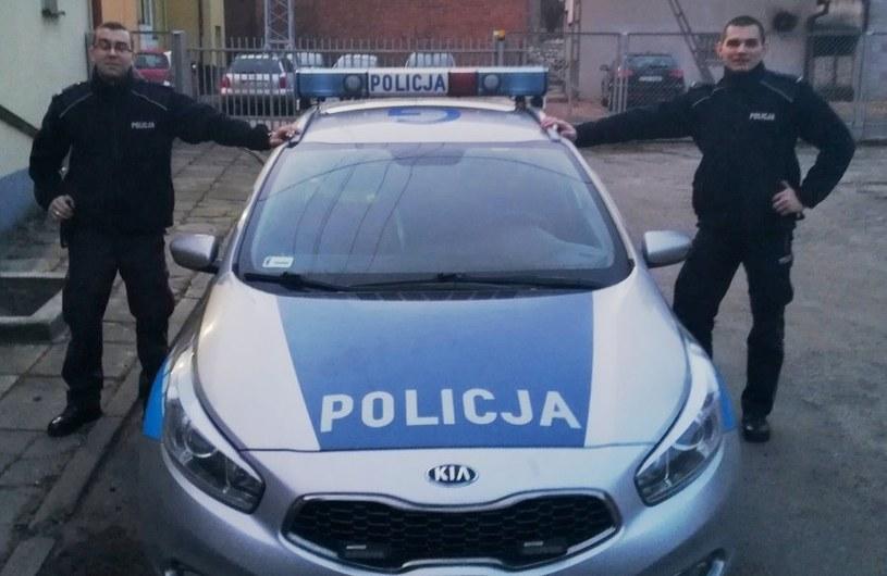 Policjanci uratowali życie kierowcy /