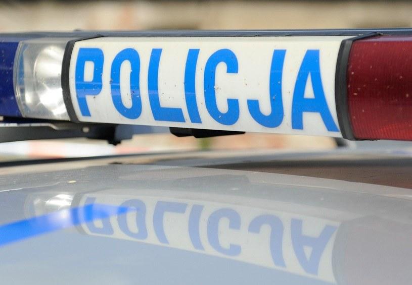 Policjanci zapewnili kobiecie sprawny transport /Łukasz Solski /East News