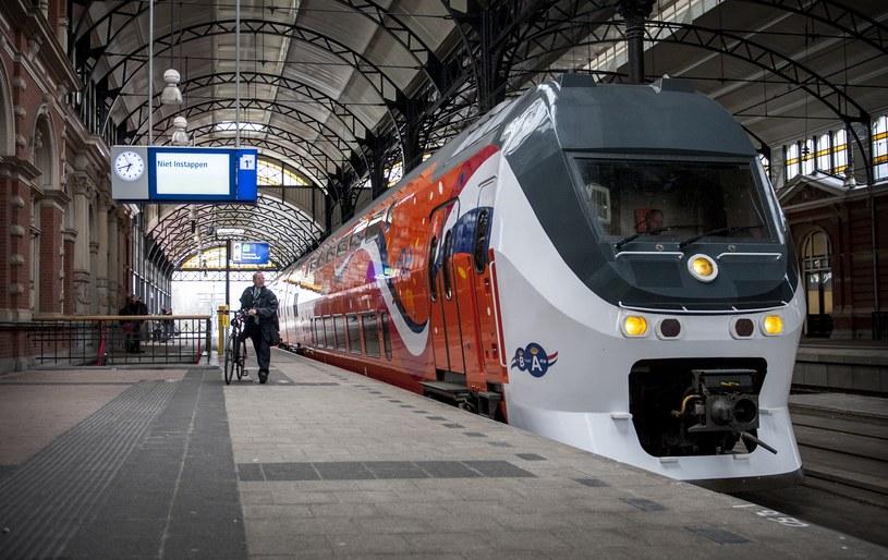 Policjanci zrzucili się na bilet kolejowy dla zatrzymanego Polaka /ANP - DESIREE SCHIPPERS  /AFP