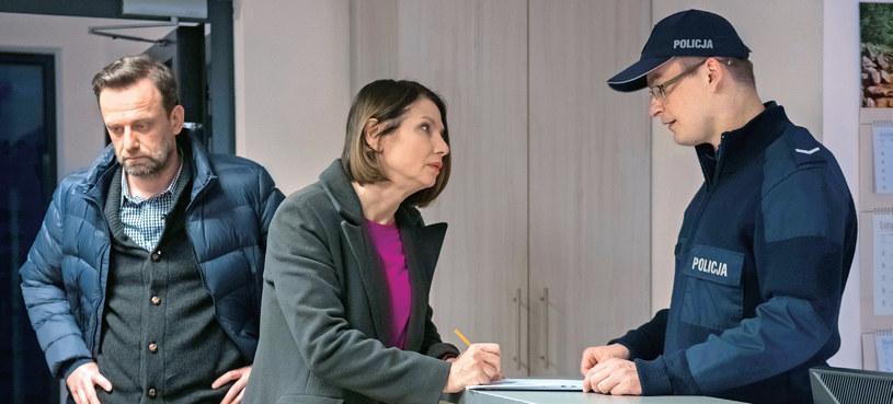 Policjant poradzi Smolnym, by przeprowadzili z synem poważną i karcącą rozmowę, żeby nie wpadł w poważniejsze tarapaty /Kurier TV