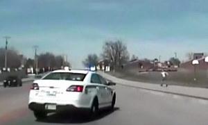 Policjant przejechał kobietę podczas pościgu