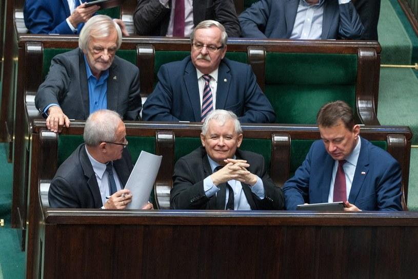 Politycy PiS w sejmowych ławach /Grzegorz Krzyzewski /Reporter