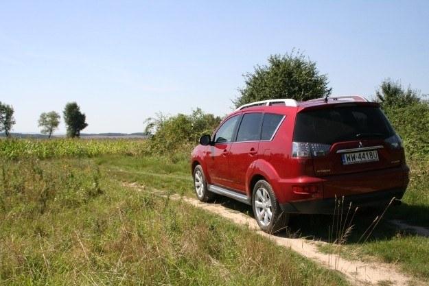 Polne drogi to nie wyzwanie, w terenie przeszkadzać będą szosowe opony /INTERIA.PL