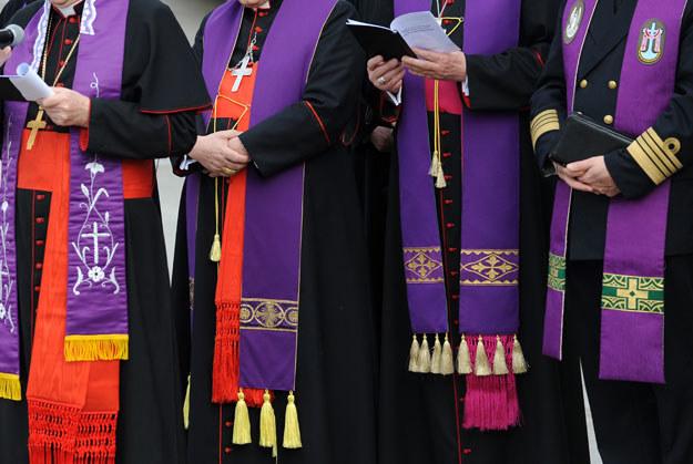Polscy duchowni są przeciwni przyjęciu konwencji o przeciwdziałaniu przemocy domowej /AFP
