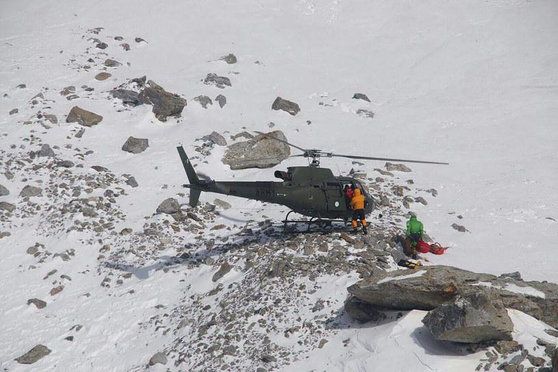 Polscy himalaiści ratują Elisabeth Revol. Do akcji wykorzystano śmigłowiec AS550 Fennec /AFP