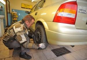 Polscy kierowcy nie wiedzą kiedy wymieniać opony!