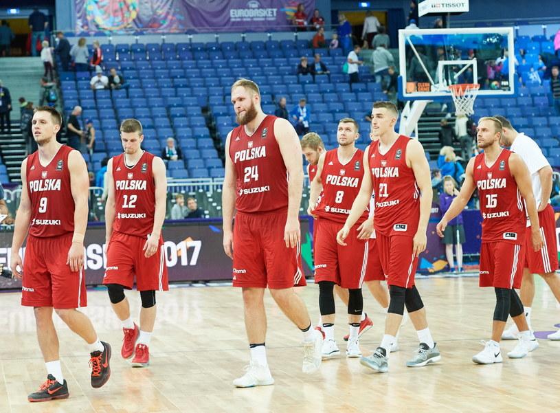 Polscy koszykarze po porażce z Grecją na ME /Adam Warżawa /PAP