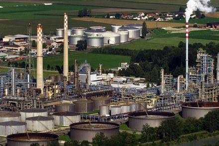 Polscy naukowcy wiedzą, jak zrobić paliwo z CO2! /AFP